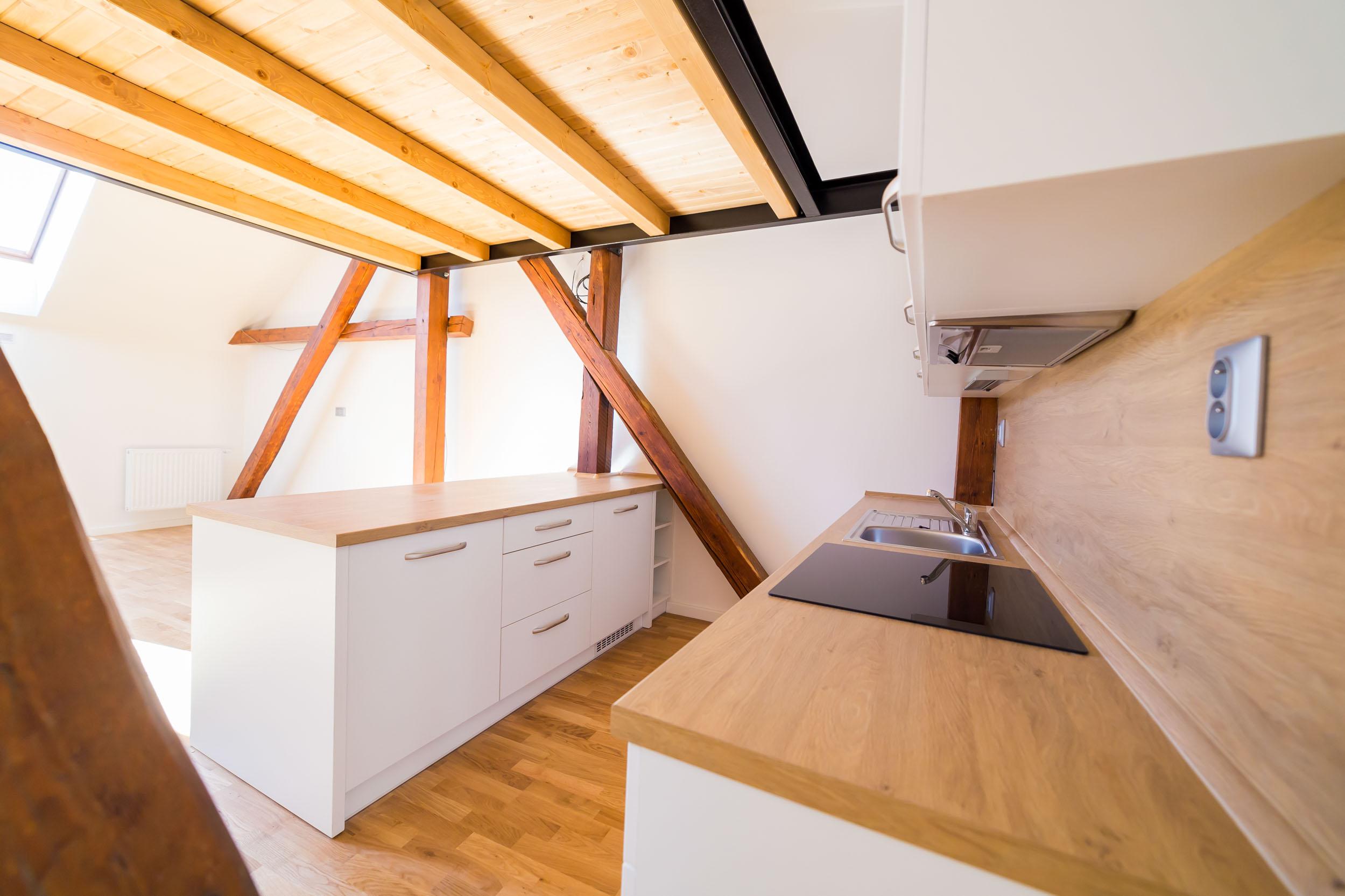 opava reality kuchynska linka mezonetovy byt zasuvka drez baterie tram stresni okno