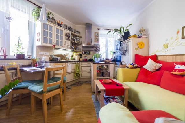 opava reality kuchyn sedacka svetlo stul zidle okno digestor polstar ubrus