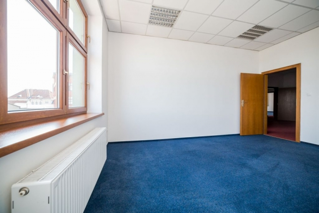 opava reality okno radiator modry koberec dvere podhled svetlo klika vyhled