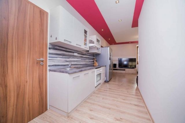 opava reality kuchyn lednice televize podlaha dvere svetlo vypinac drez kosik