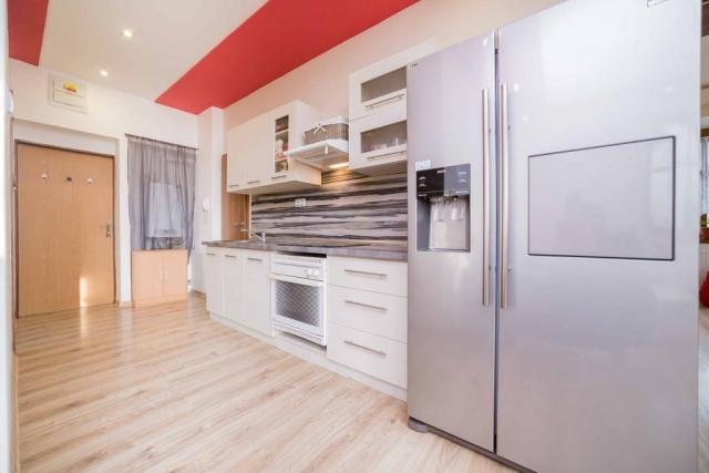 opava reality lednice dvere kuchyn podlaha zaves kotel bodovka sporak drez kosik
