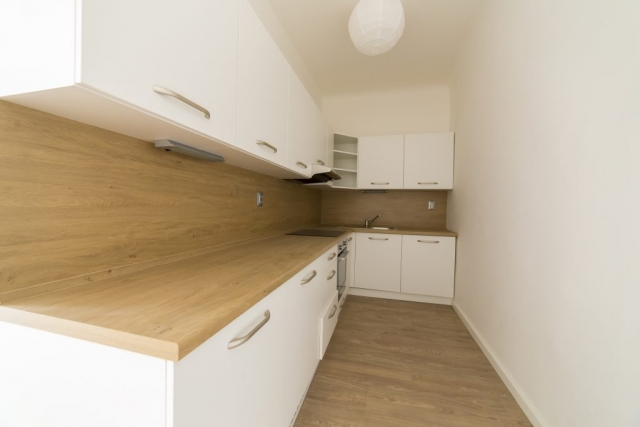 kuchyn svetlo drez podlaha opava pronajem bytu reality linda bittova