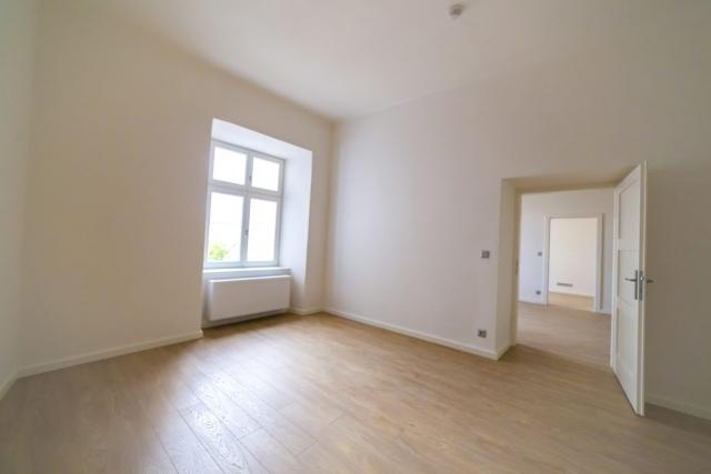 dvere hlasic pozaru okno radiator podlaha klika dvere pronajem bytu 3+kk centrum opava reality linda bittova