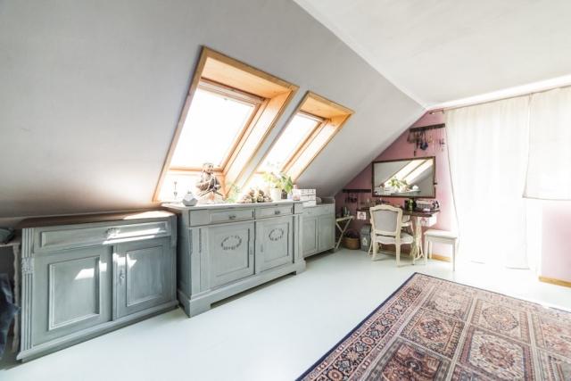 skrin koberec podlaha okno zrcadlo zaves podlaha tabor prodej domu rodinny dum linda bittova