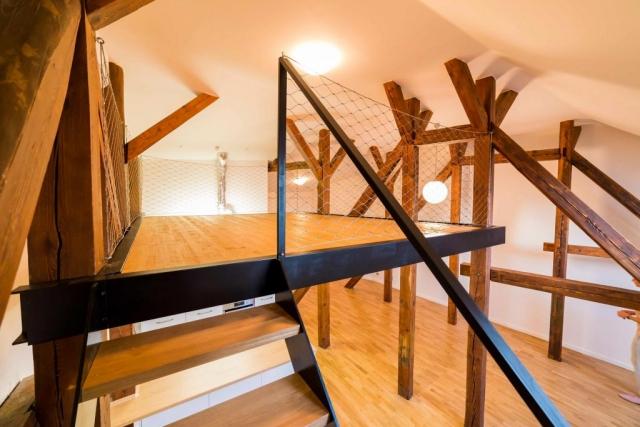 opava reality spaci patro tram svetlo vysoke stropy schody klimatizace bezpecnostni sit komin