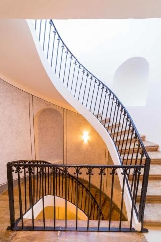 opava reality schodiste zabradli svetlo klenba drevene schody malba kulturni pamatka