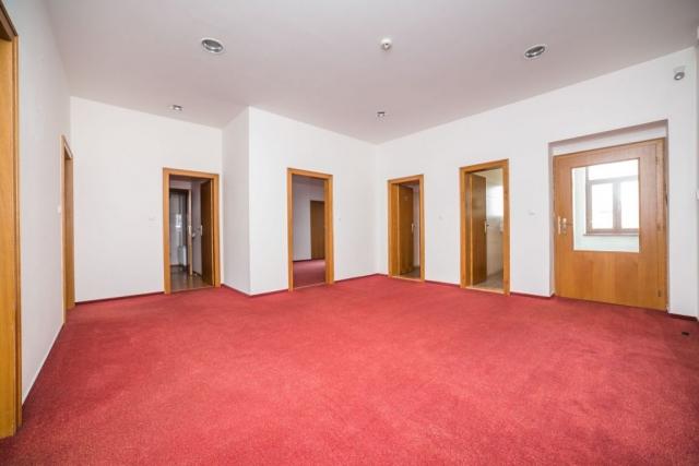 opava reality vstupni dvere koberec zachod podhled svetlo zasuvka