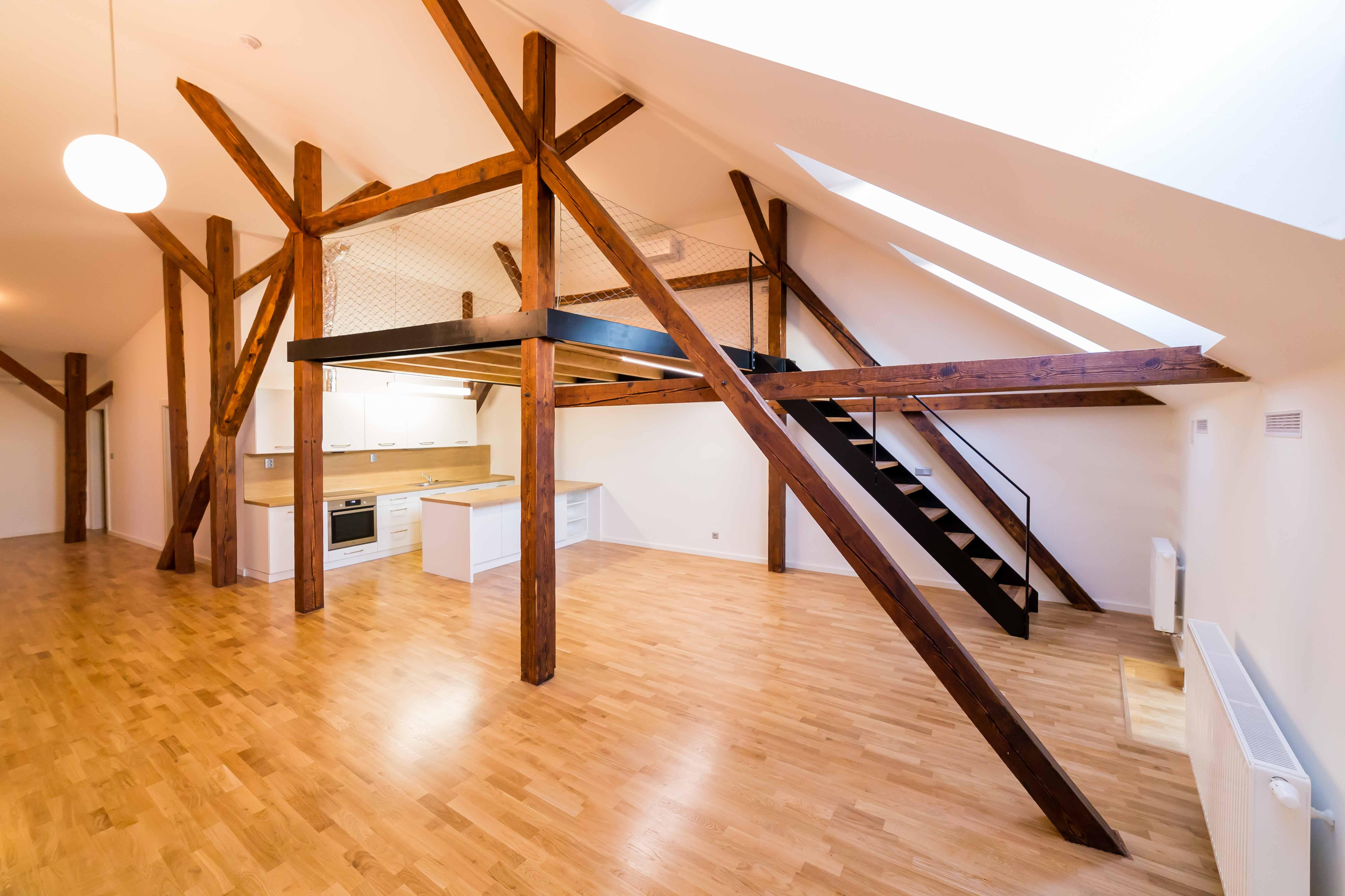 tram svetlo podlaha drevo radiator schodiste kuchyn stresni okna reality opava linda bittova