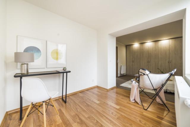 skrin podlaha kreslo obraz lampa zidle postel radiator prodej bytu opava linda bittova