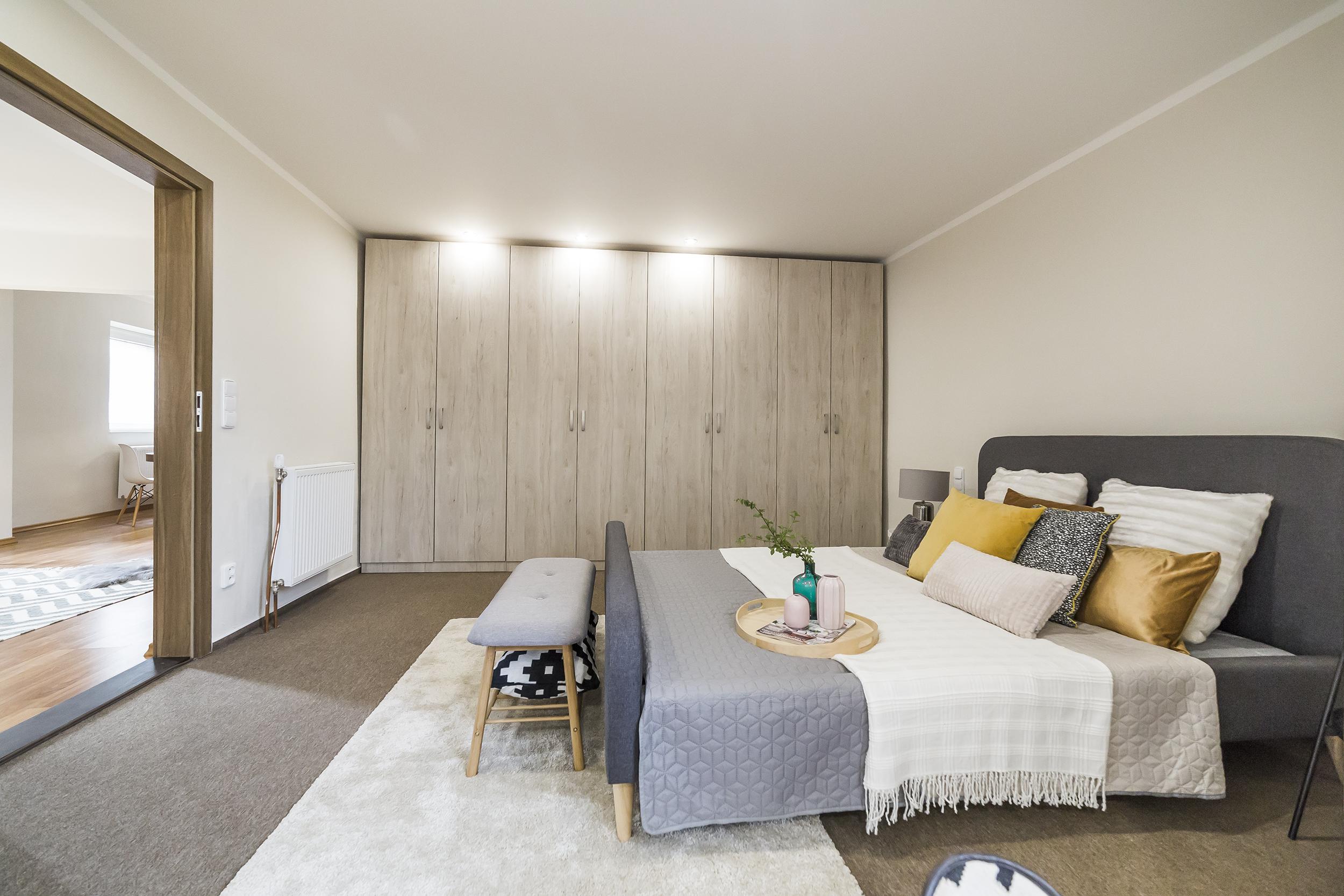 postel koberec polstar lampa stolek svetlo radiator prodej bytu linda bittova