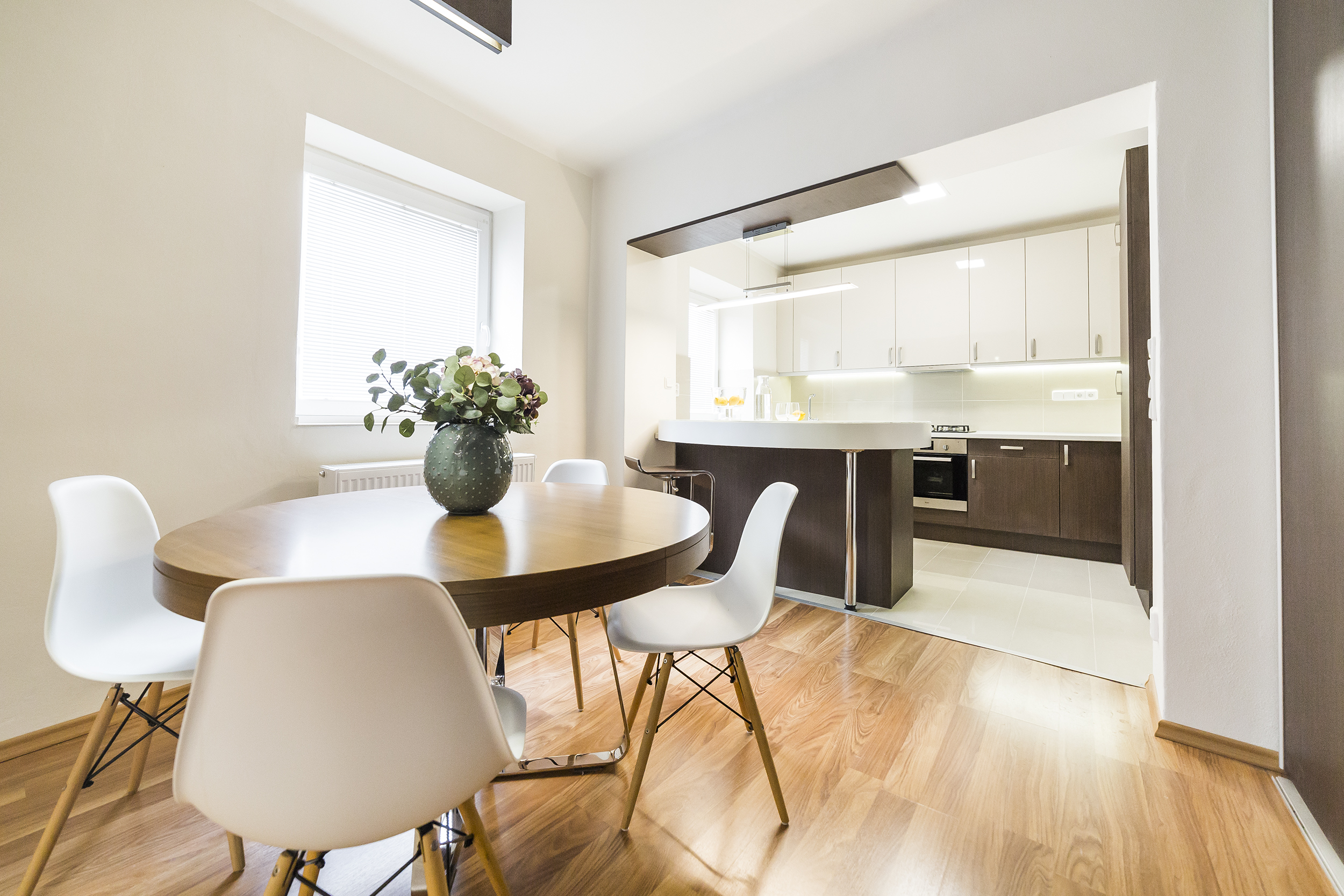 kuchyn stul zidle okno svetlo podlaha vestavna skrin prodej bytu opava linda bittova