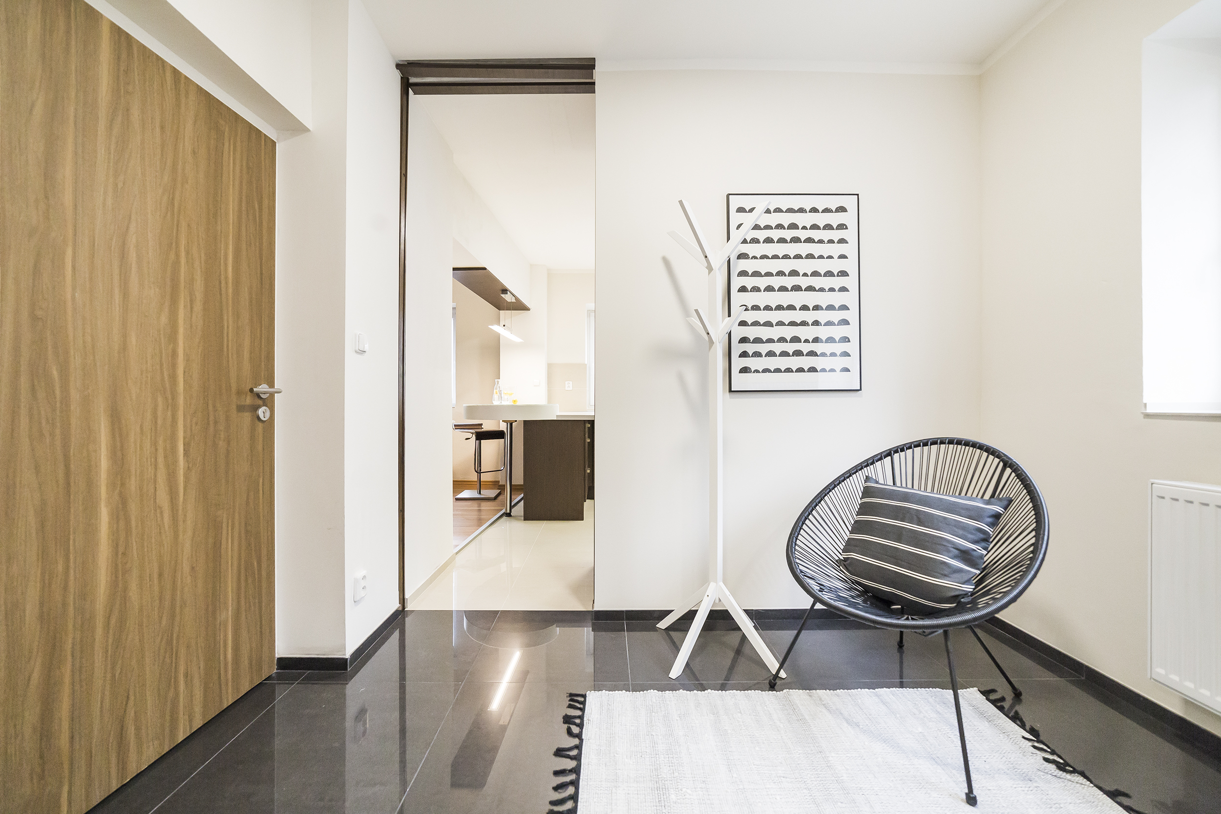 obraz vesak kreslo koberec podlaha dvere klika radiator okno prodej bytu opava linda bittova