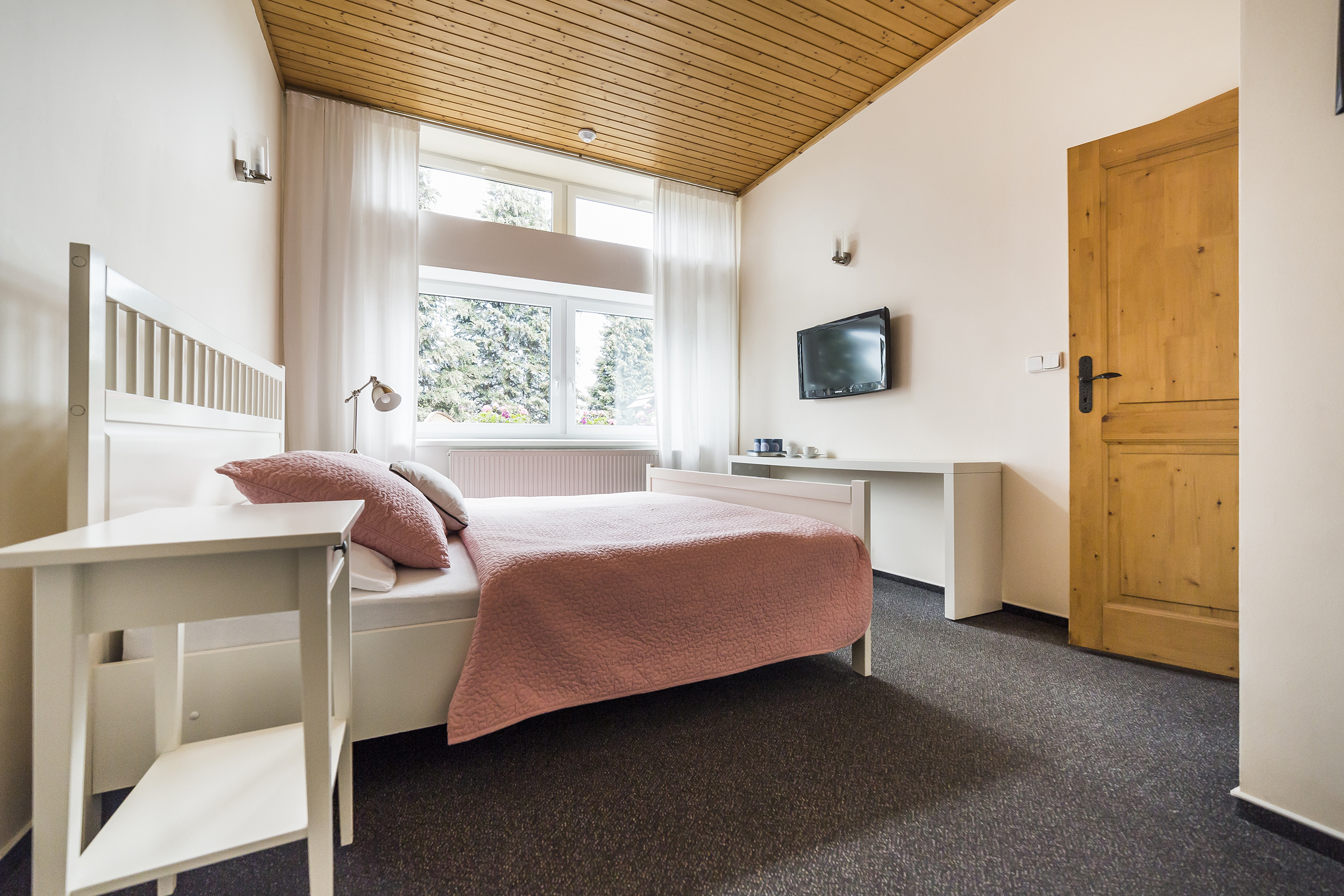 apartman postel televize dvere okno strop koberec prodej domu radun linda bittova
