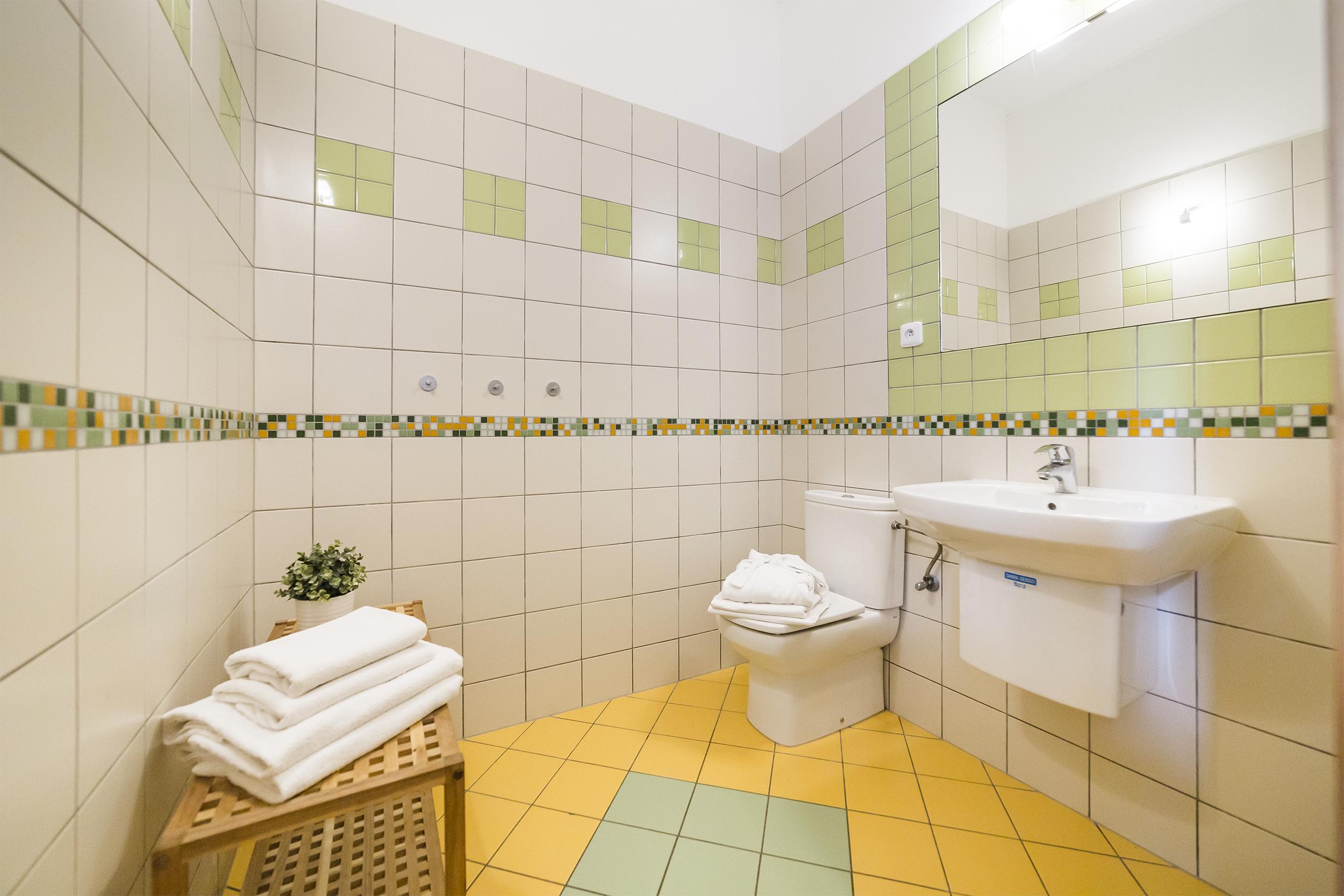 radunka zrcadlo koupelna umyvdlo kvetina zachod prodej domu radian linda bittova
