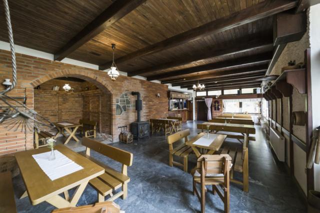 restaurace radunka stul lavice strop cihla bar linda bittova radun