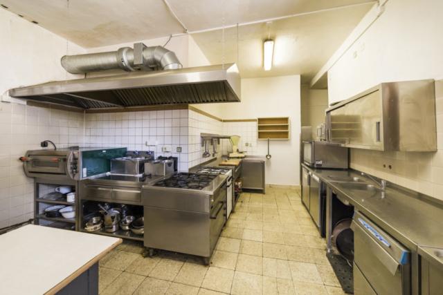 restaurace radunka kuchyn konvektomat svetlo odsavac prodej domu radun linda bittova