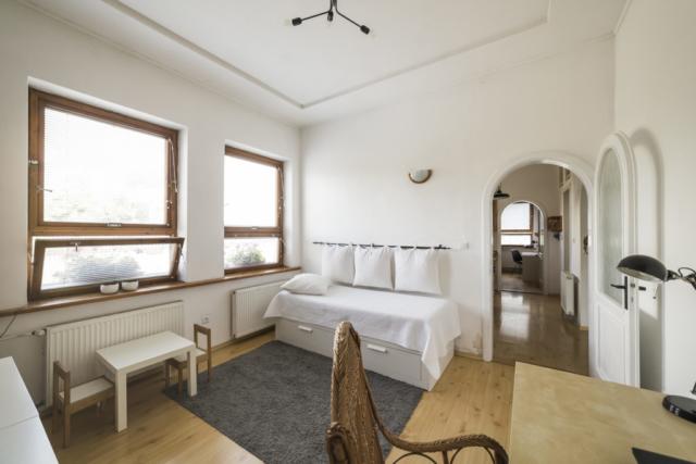 byt radunka lampa stul polstar postel dvere strop bila okno prodej domu radun linda bittova
