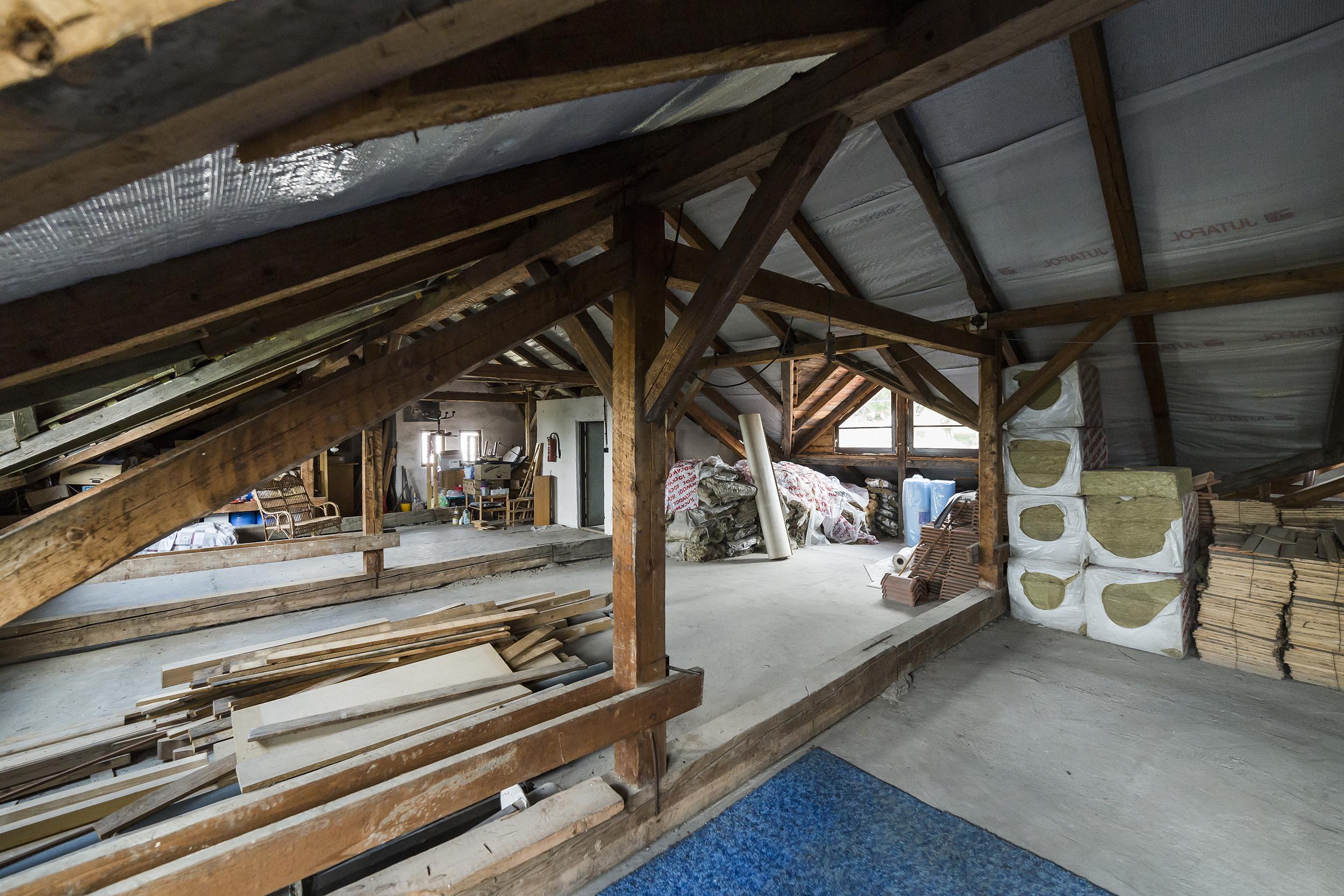 puda podkrovi radunka stavebni material tramy okno prodej domu radun linda bittova