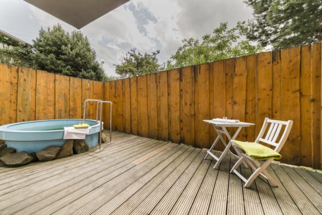 wellness bazen stul zilde plot drevena podlaha terasa strom nebe prodej domu radun linda bittova